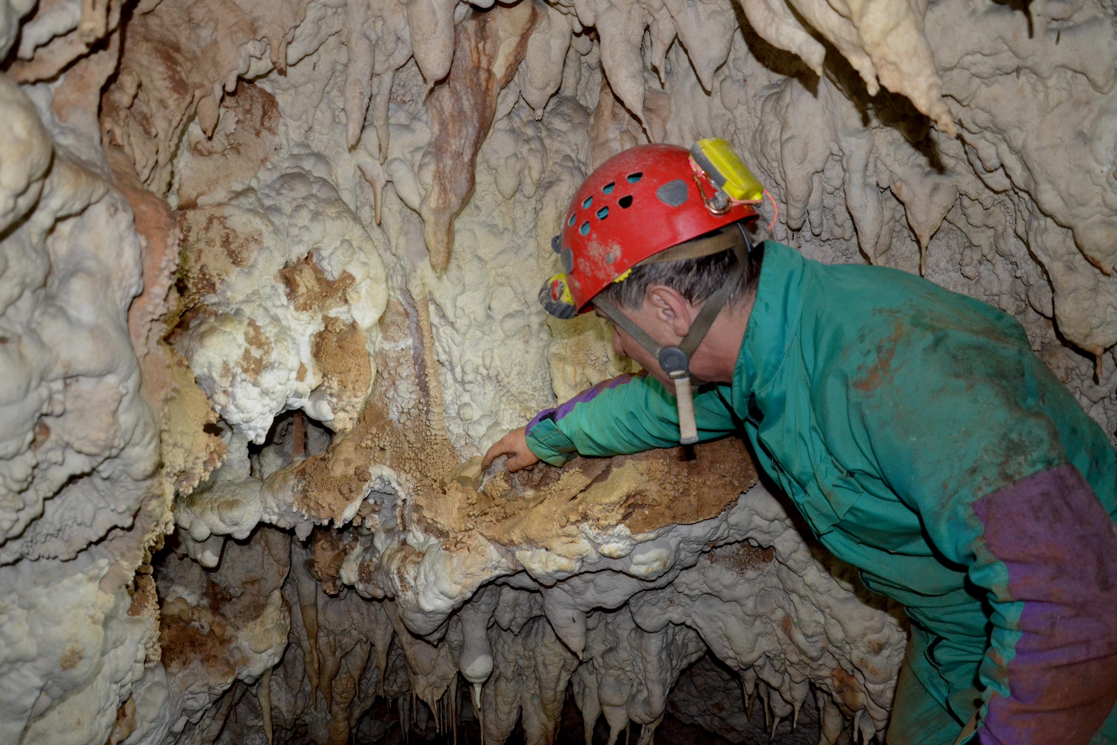 La parete della nuova cavernetta (foto P. Rodari)